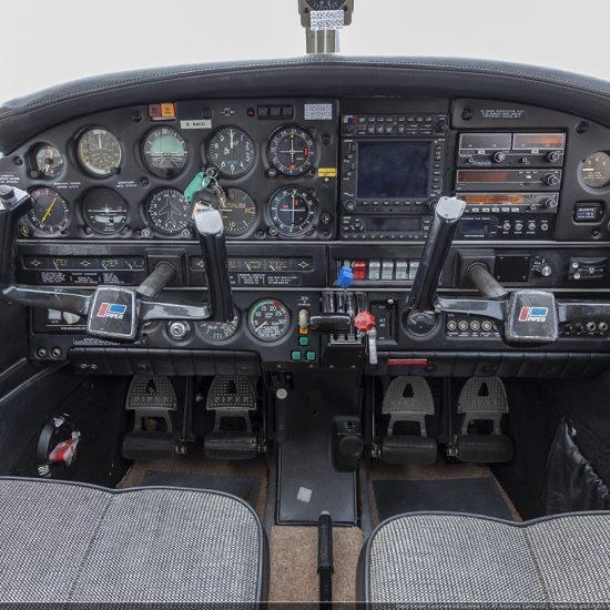 Piper Cherokee Arrow III - AT Aviation
